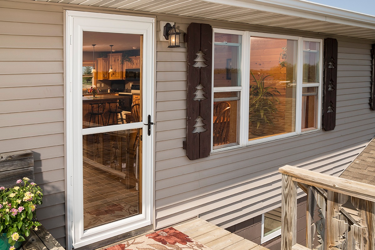 Larson Storm Door Features